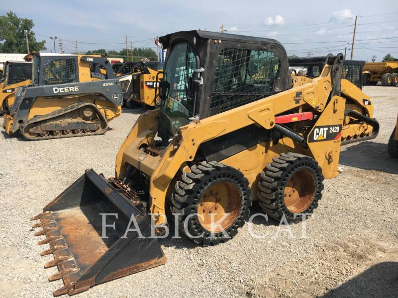 CATERPILLAR MINICARGADORAS 242D C3H2 equipment  photo 4