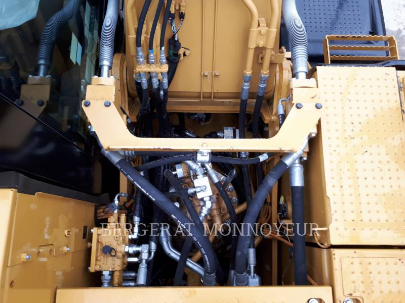 CATERPILLAR KETTEN-HYDRAULIKBAGGER 323E equipment  photo 15