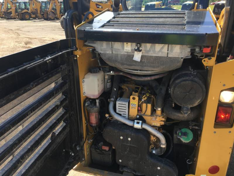 CATERPILLAR SKID STEER LOADERS 242D equipment  photo 14