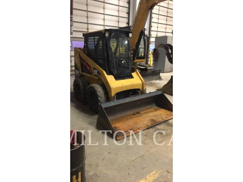 CATERPILLAR CHARGEURS COMPACTS RIGIDES 226B equipment  photo 2
