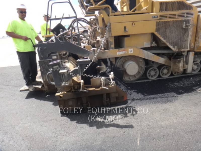 CATERPILLAR PAVIMENTADORES DE ASFALTO AP-1055D equipment  photo 16