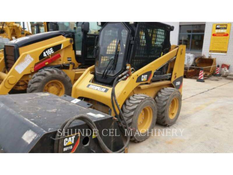 CATERPILLAR PALE COMPATTE SKID STEER 226B3LRC equipment  photo 1