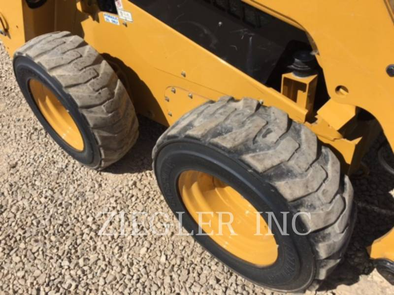 CATERPILLAR SKID STEER LOADERS 242DR equipment  photo 4