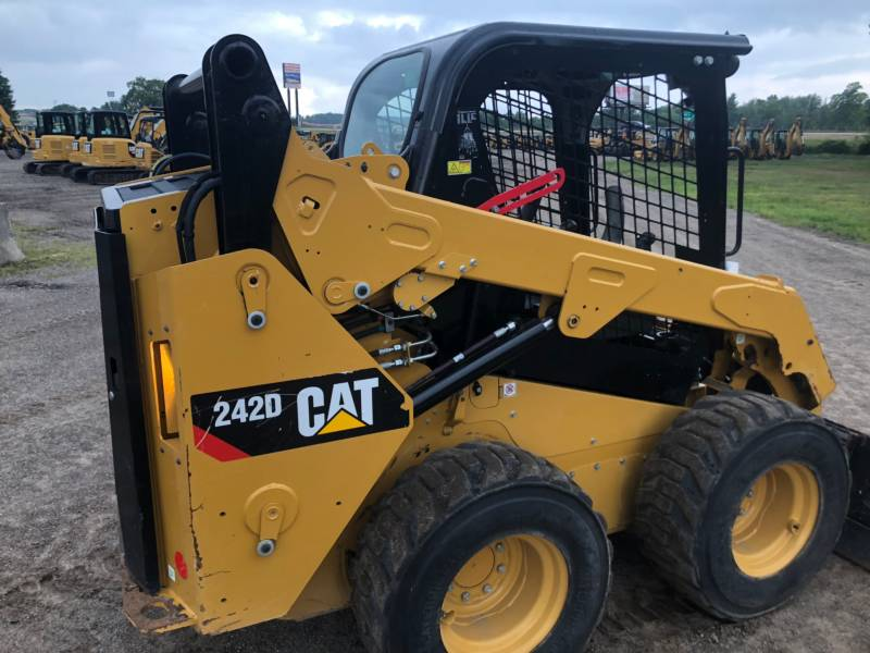 CATERPILLAR PALE COMPATTE SKID STEER 242 D equipment  photo 11