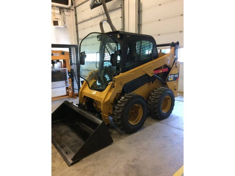 CATERPILLAR SKID STEER LOADERS 242DLRC equipment  photo 1