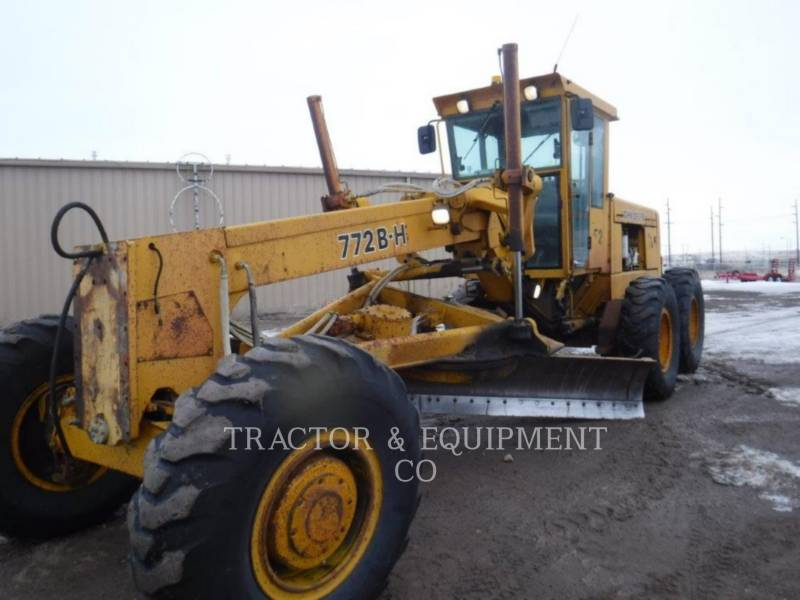 JOHN DEERE NIVELEUSES 772BH equipment  photo 1