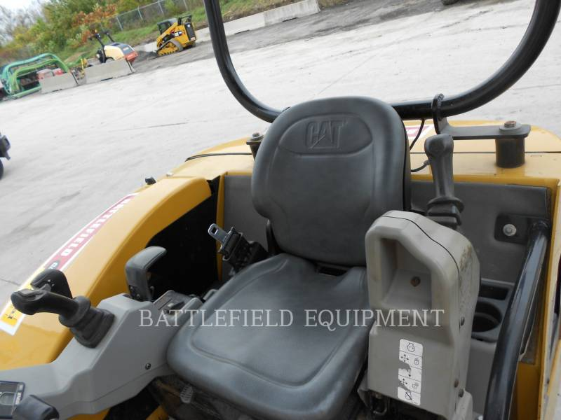 CATERPILLAR PELLES SUR CHAINES 302.5C equipment  photo 11