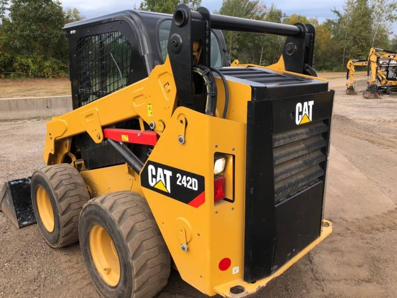 CATERPILLAR SKID STEER LOADERS 242D equipment  photo 2