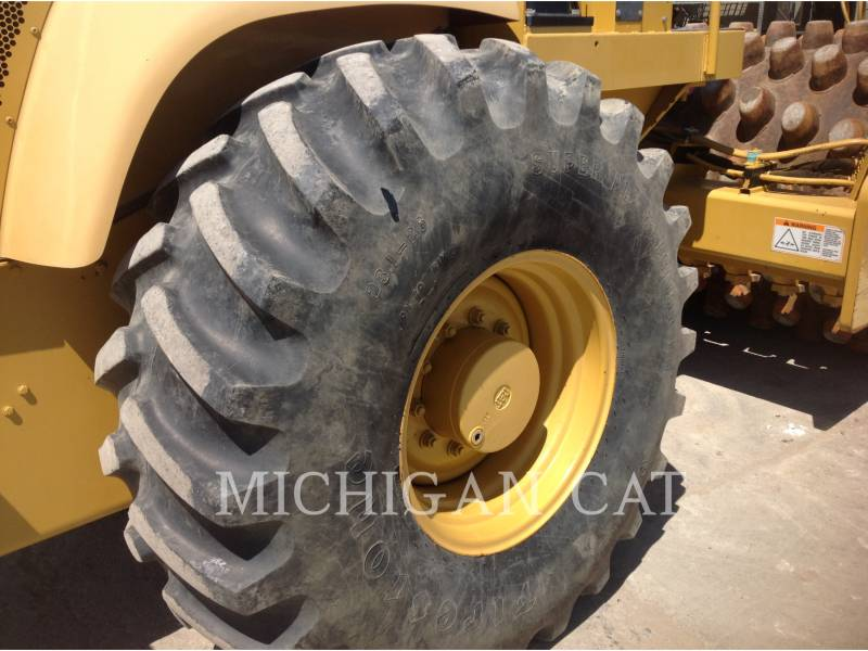 CATERPILLAR VIBRATORY SINGLE DRUM SMOOTH CP563E equipment  photo 17