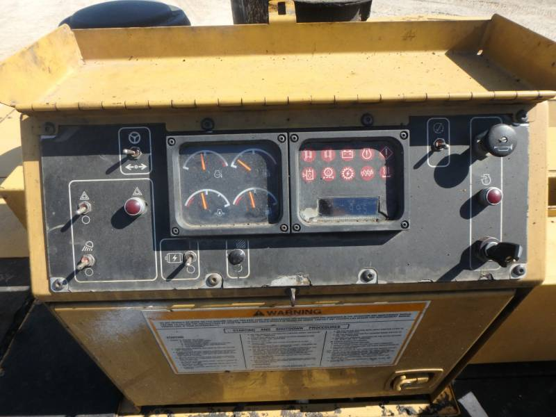 CATERPILLAR PAVIMENTADORA DE ASFALTO AP-1055D equipment  photo 23