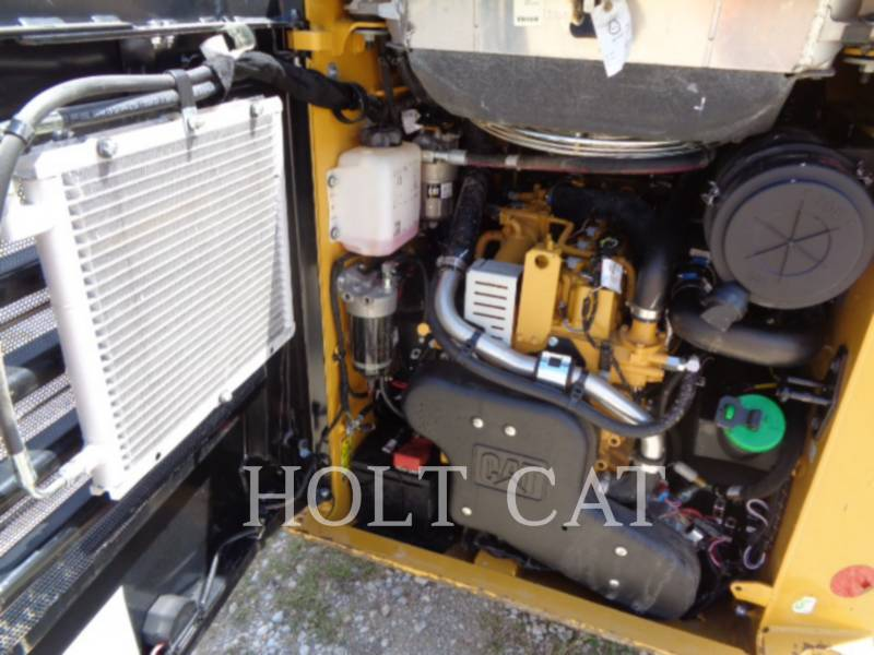 CATERPILLAR CHARGEURS COMPACTS RIGIDES 242D equipment  photo 10