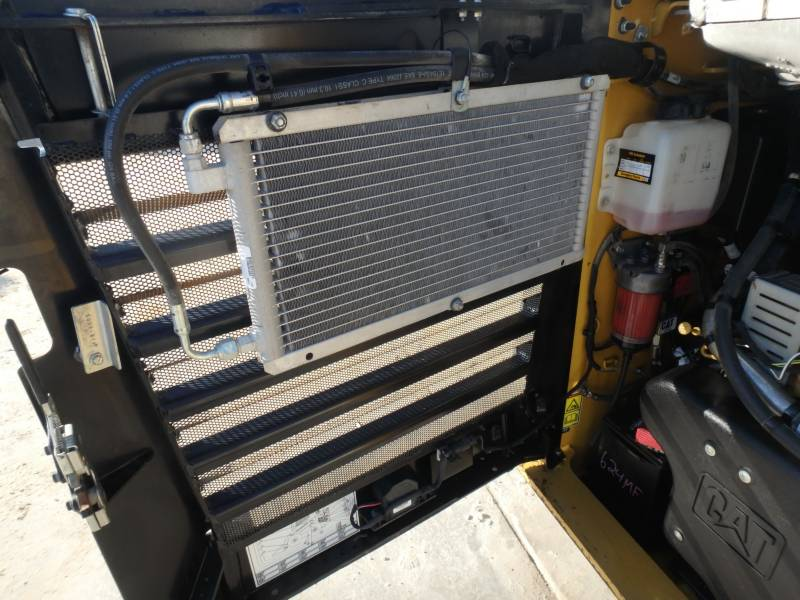 CATERPILLAR KOMPAKTLADER 262D equipment  photo 18