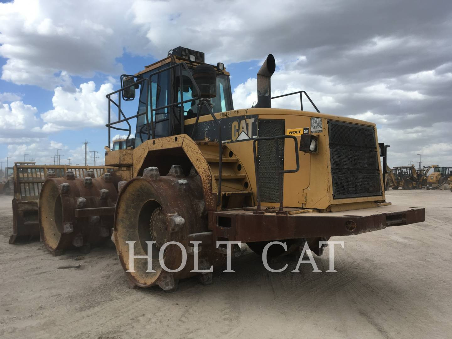 Detail photo of 2001 Caterpillar 826G from Construction Equipment Guide