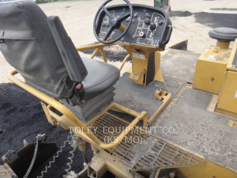 CATERPILLAR PAVIMENTADORES DE ASFALTO AP-1055D equipment  photo 7