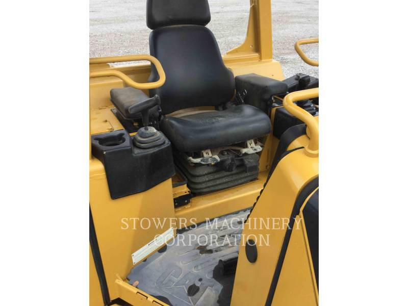 CATERPILLAR TRACK TYPE TRACTORS D3G equipment  photo 16