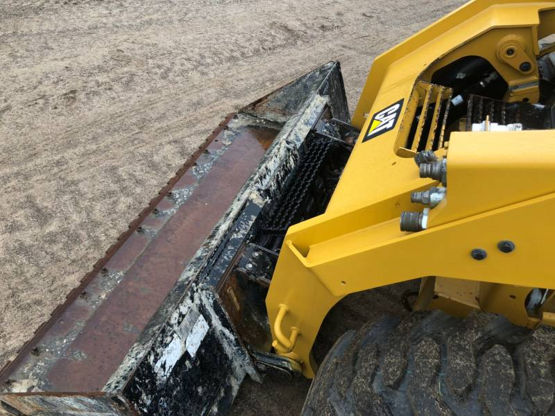 CATERPILLAR PALE COMPATTE SKID STEER 262 D equipment  photo 18