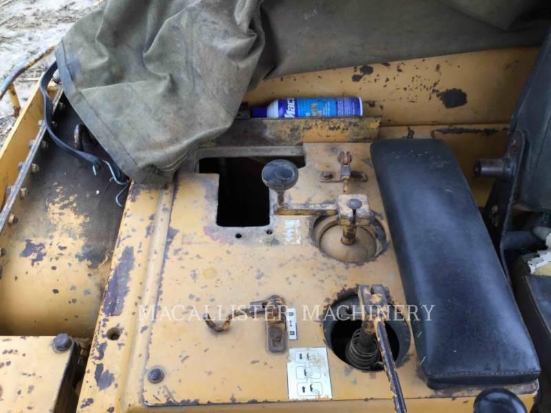 KOMATSU TRACTEURS SUR CHAINES D85E equipment  photo 16