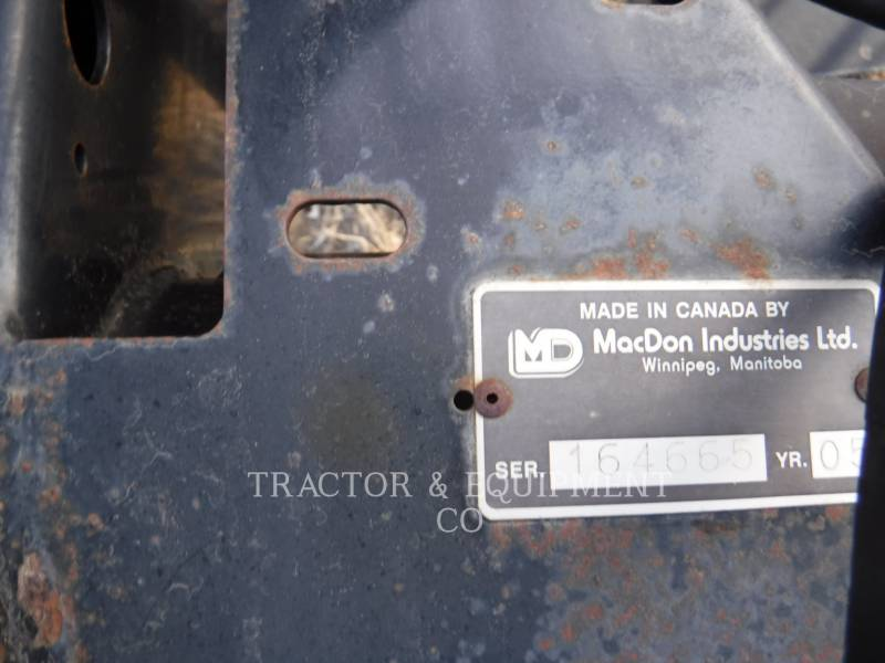 MACDON  COMBINE HEADER 973 equipment  photo 2