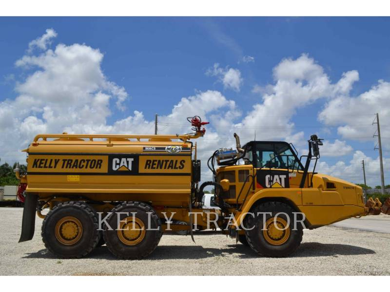 CATERPILLAR CAMIONS CITERNE A EAU 725C equipment  photo 2