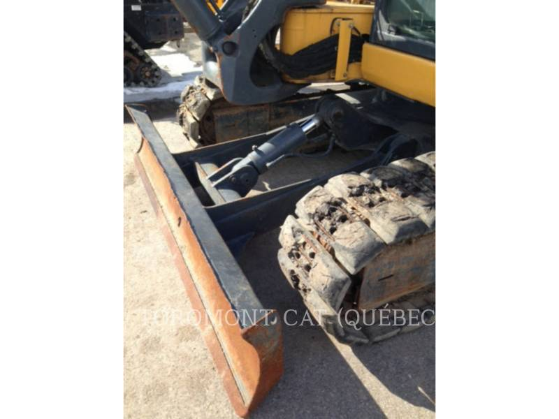 JOHN DEERE PELLES SUR CHAINES 85D equipment  photo 11