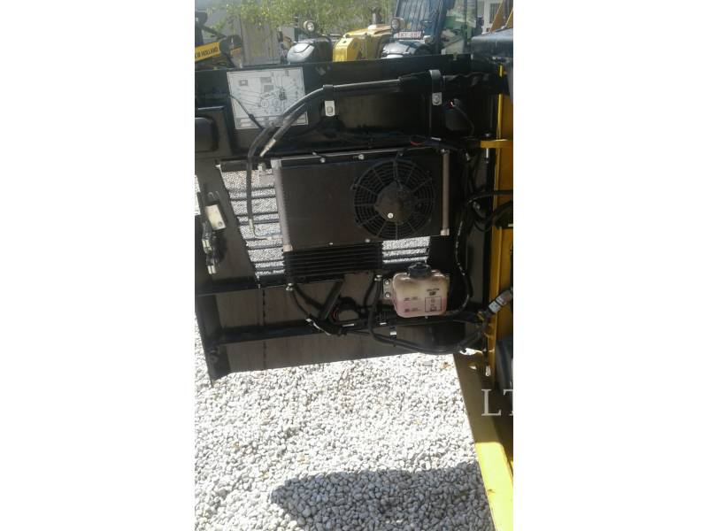 CATERPILLAR CHARGEURS COMPACTS RIGIDES 226 D equipment  photo 8