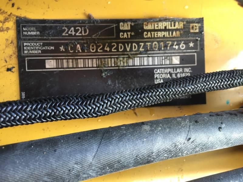 CATERPILLAR KOMPAKTLADER 242D equipment  photo 22