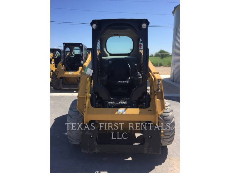 CATERPILLAR CHARGEURS COMPACTS RIGIDES 226 D equipment  photo 2