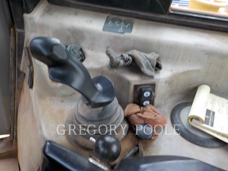 CATERPILLAR TRACK TYPE TRACTORS D6T XL equipment  photo 23