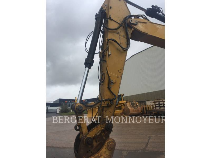 CATERPILLAR TRACK EXCAVATORS 323D equipment  photo 4