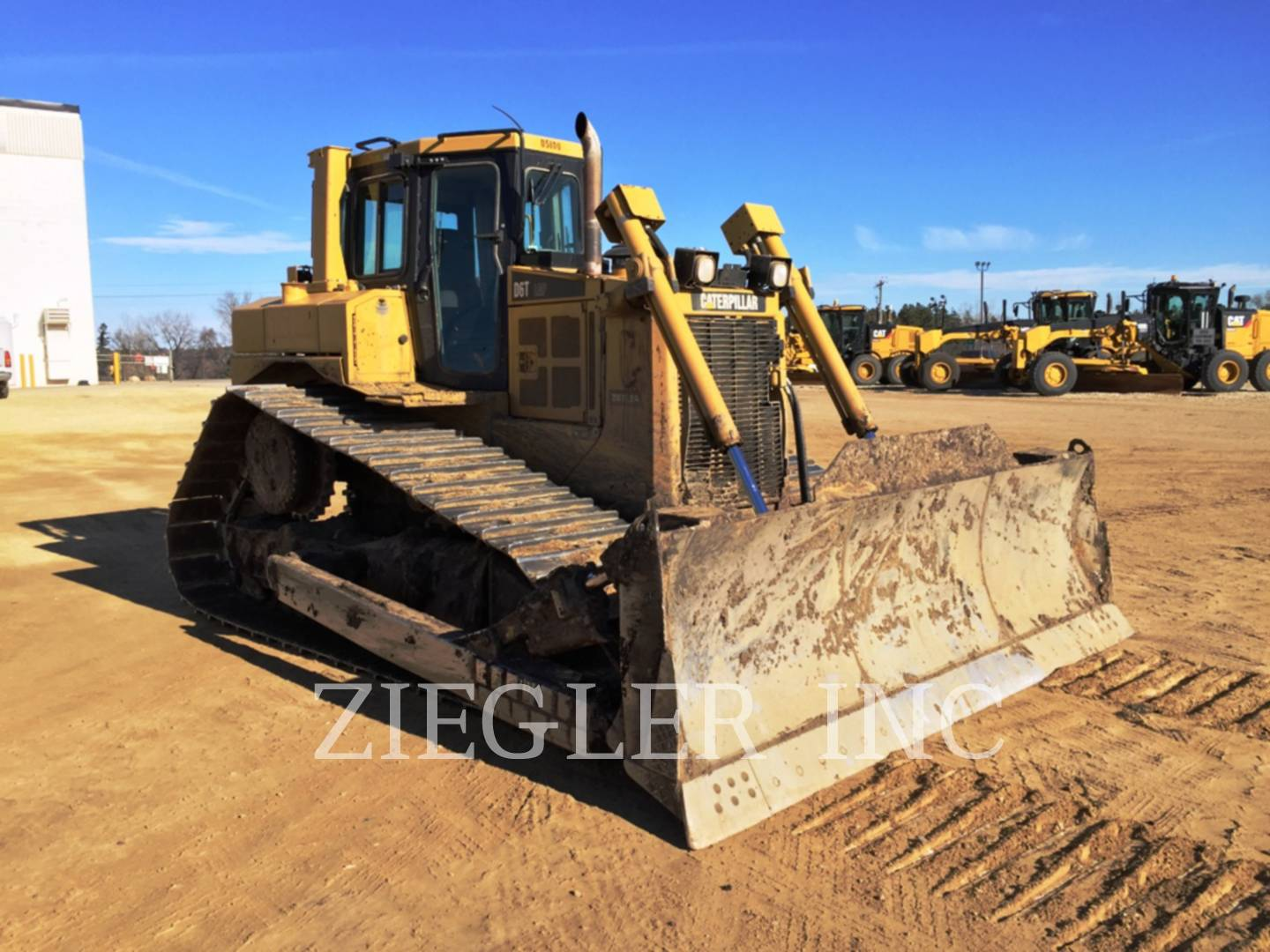 Detail photo of 2008 Caterpillar D6T from Construction Equipment Guide