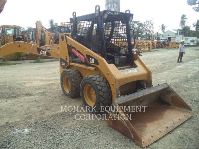 CATERPILLAR MINICARREGADEIRAS 226B3LRC equipment  photo 1