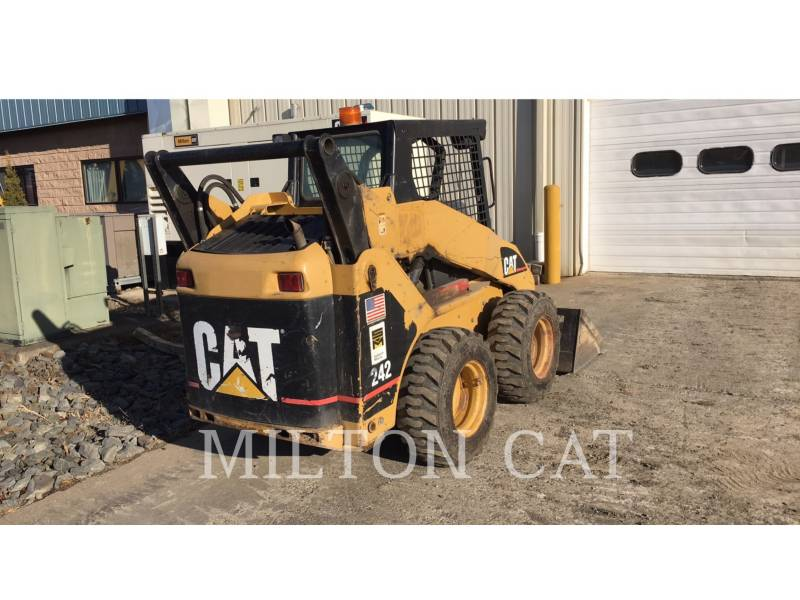 CATERPILLAR MINICARGADORAS 242 equipment  photo 4
