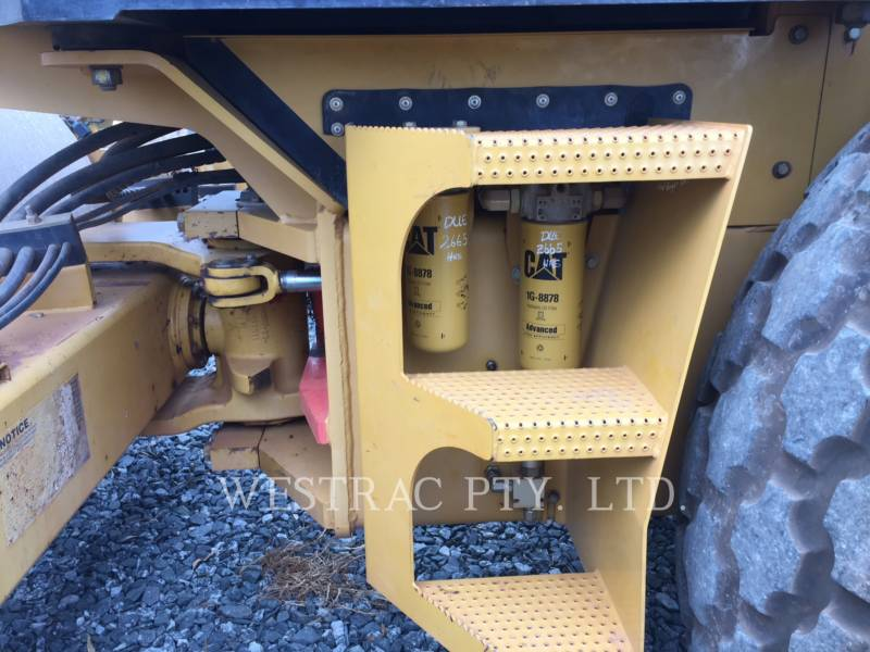 CATERPILLAR VIBRATORY SINGLE DRUM SMOOTH CS-563E equipment  photo 8