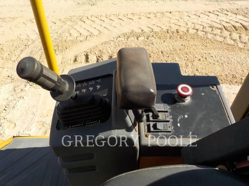 CATERPILLAR VIBRATORY SINGLE DRUM PAD CP-433E equipment  photo 24