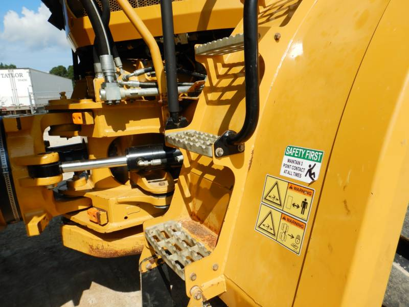 CATERPILLAR KNIKGESTUURDE TRUCKS 740 B equipment  photo 23