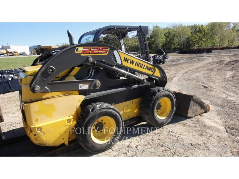 NEW HOLLAND KOMPAKTLADER L225 equipment  photo 4