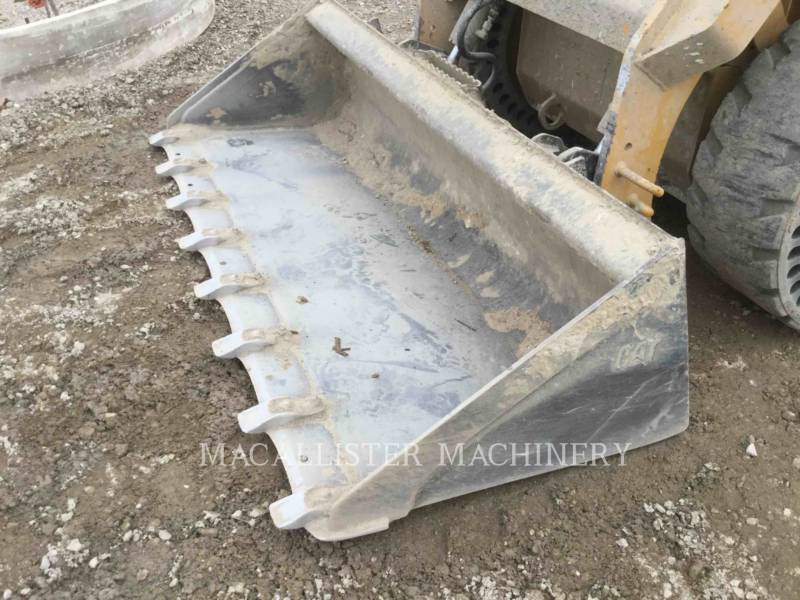 CATERPILLAR MINICARGADORAS 242D equipment  photo 14