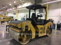 CATERPILLAR TRILLENDE DUBBELE TROMMELASFALTEERMACHINE CB44B equipment  photo 4
