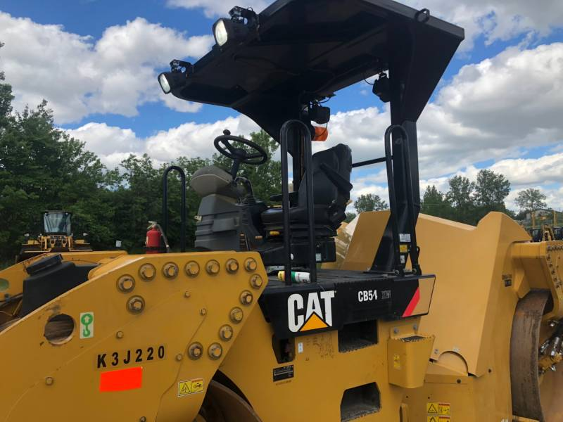 CATERPILLAR TANDEMVIBRATIONSWALZE, ASPHALT CB 54 equipment  photo 2