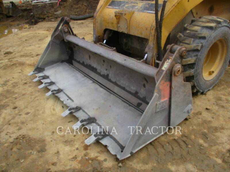 CATERPILLAR SKID STEER LOADERS 262B equipment  photo 6