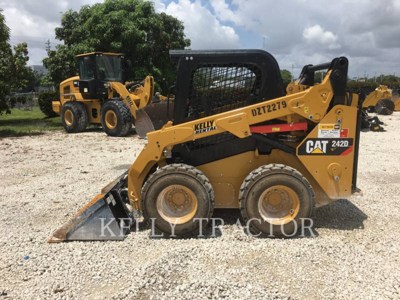CATERPILLAR KOMPAKTLADER 242D equipment  photo 2