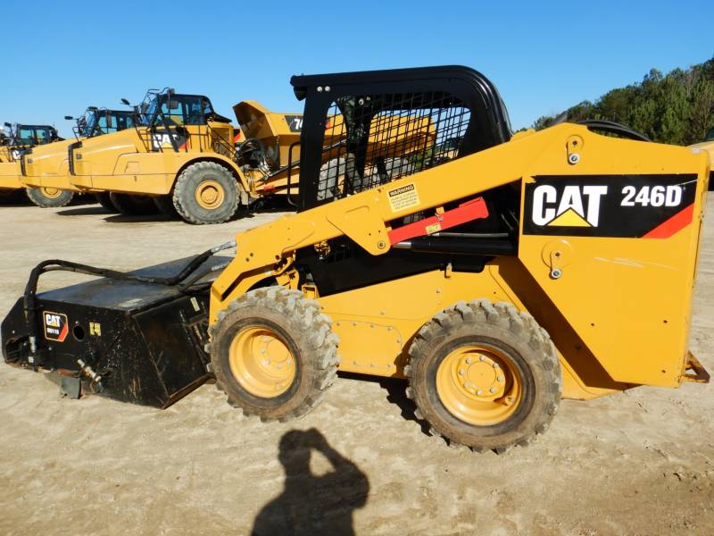 CATERPILLAR CHARGEURS COMPACTS RIGIDES 246D equipment  photo 2