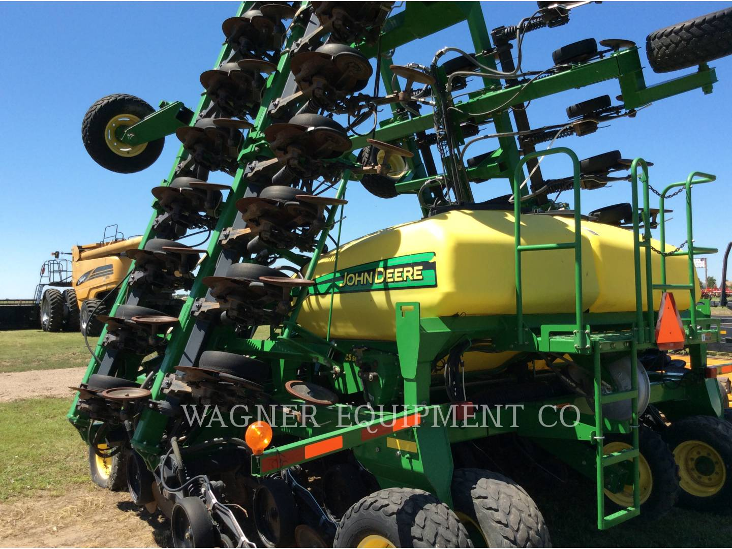 Detail photo of 2004 John Deere 1890 from Construction Equipment Guide