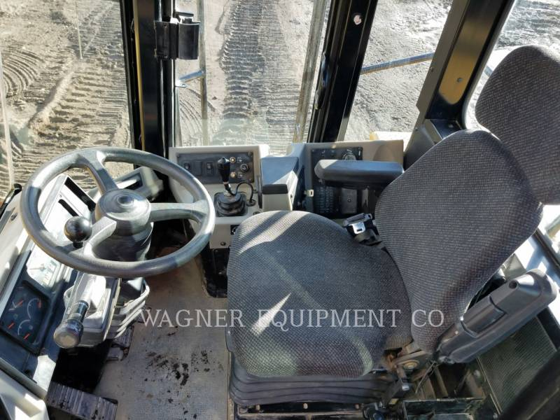 Caterpillar COMPACTOARE 815FII equipment  photo 7