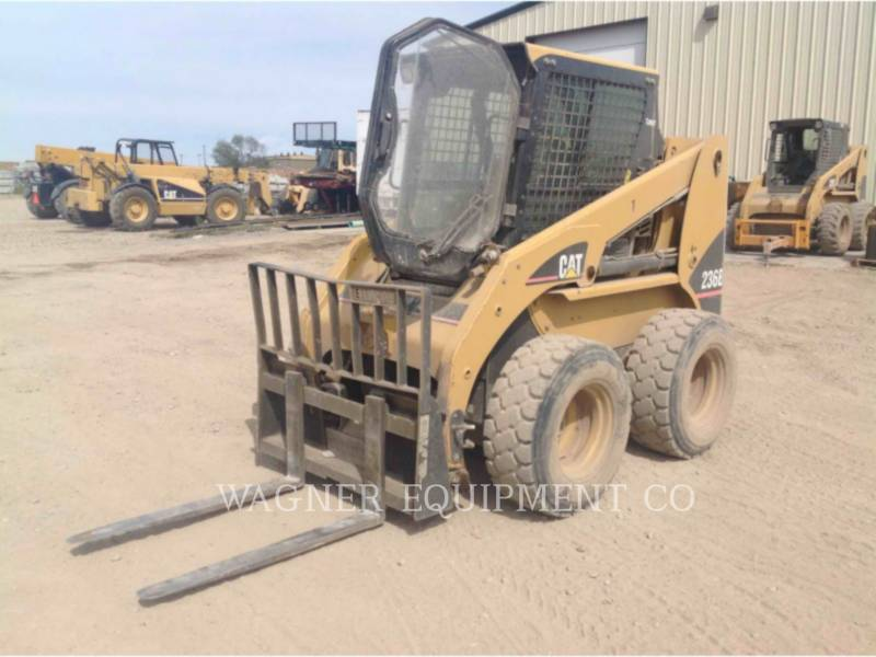 CATERPILLAR KOMPAKTLADER 236B equipment  photo 1