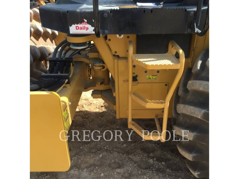 CATERPILLAR COMPACTEUR VIBRANT, MONOCYLINDRE À PIEDS DAMEURS CP 56 equipment  photo 2