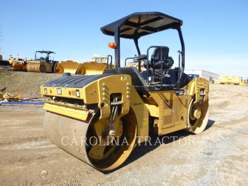 CATERPILLAR TRILLENDE DUBBELE TROMMELASFALTEERMACHINE CB54B equipment  photo 3
