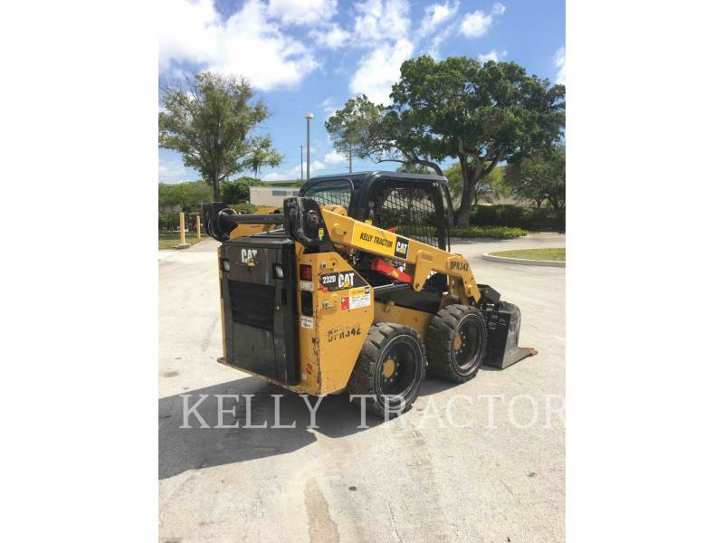 CATERPILLAR MINICARGADORAS 232 D equipment  photo 6