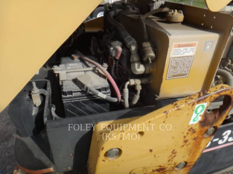 CATERPILLAR TAMBOR DOBLE VIBRATORIO ASFALTO CB-334D equipment  photo 7