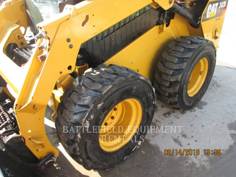 CATERPILLAR KOMPAKTLADER 242D equipment  photo 9